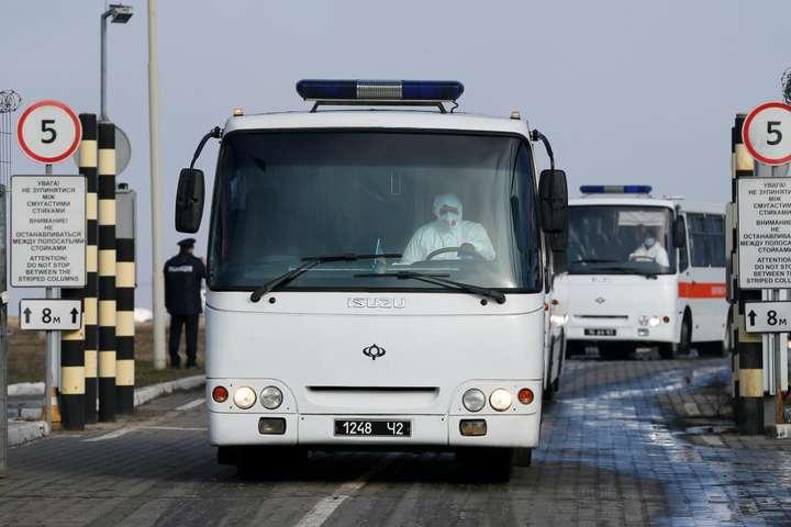 Всі водії, які везли евакуйованих, зайшли на карантин - Аваков: в одного з водіїв, що перевозив евакуйованих з Уханя, на годину піднімалася температура