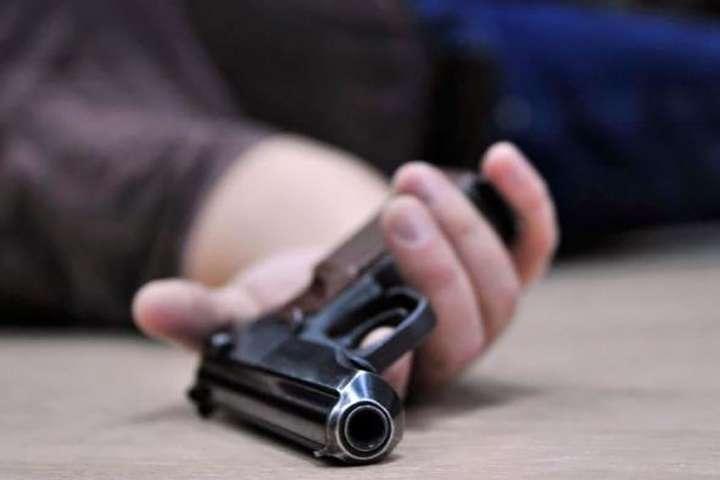 Джерела ЗМІ повідомляють, щочоловік 1963 року застрелився з пістолета Jericho, який зареєстрований на Кожару - ЗМІ: у будинку ексглави МЗС Кожари застрелився підприємець
