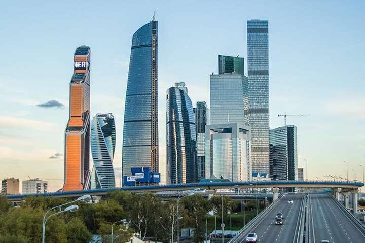 Від конструкціївідокремилося скло та впало з висоти 28-го поверху. Внаслідок інциденту ніхто не постраждав - У столиці Росії розвалилася одна з башт елітного комплексу «Москва-сіті»