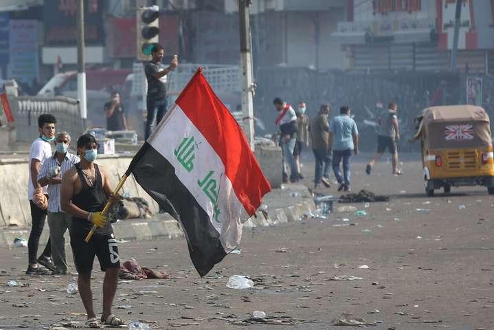 Масові антиурядові демонстрації тривають в Багдаді та інших містах центрального і південного регіонів Іраку з жовтня 2019 року - У Багдаді між демонстрантами та силовиками сталися сутички: понад 15 поранених