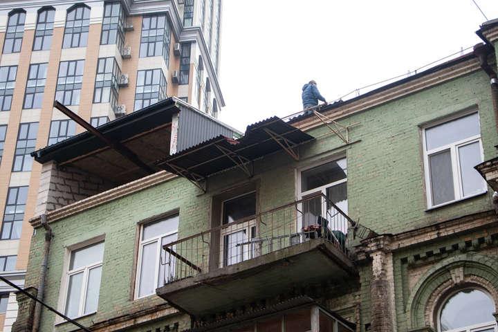 Будівля 1896-1897 років із надбудовою, зробленою у 1930 році, є пам'яткою архітектури місцевого значення - У Києві почали демонтувати незаконну надбудову на пам'ятці архітектури у Голосіївському районі
