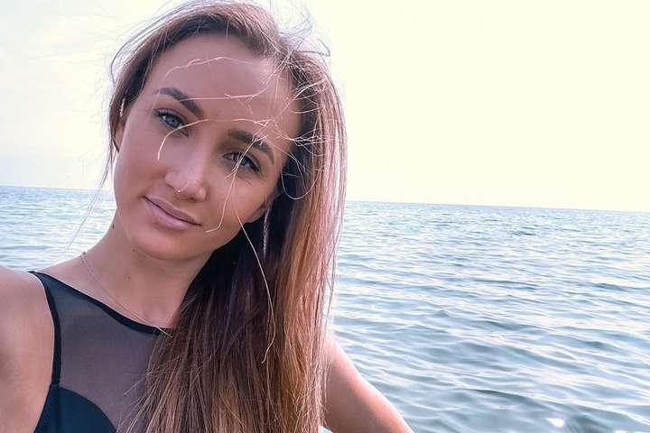 Анна Ризатдинова показала, как принимает грязевые ванны на Мертвом море