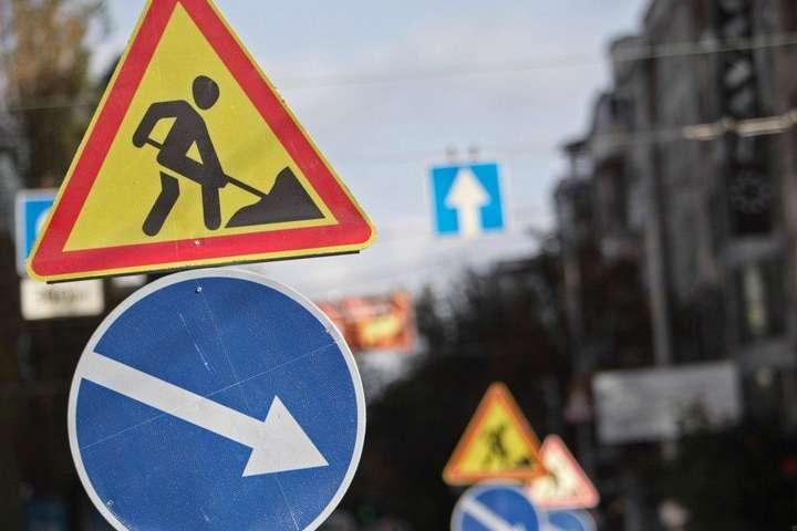 У «Київавтодорі» обіцяють роботи закінчити до вечірньої години пік, щоб менше впливати на трафік - Поблизу метро «Берестейська» частково обмежать рух транспорту