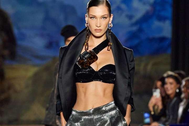 pШоу модного дома Mugler уже назвали одним их самых откровенных показов Недели моды в Париж/p div/div - Белла Хадид в полупрозрачном наряде стала звездой откровенного шоу Mugler в Париже