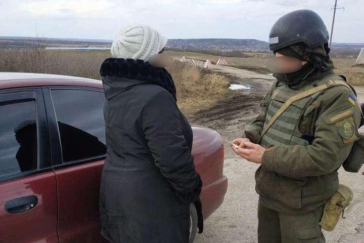 spanВійськовослужбовці затримали жінку, яка підозрюється у причетності до незаконних збройний формувань Російської Федерації/span - На Луганщині військові затримали жінку, яка працювала на бойовиків