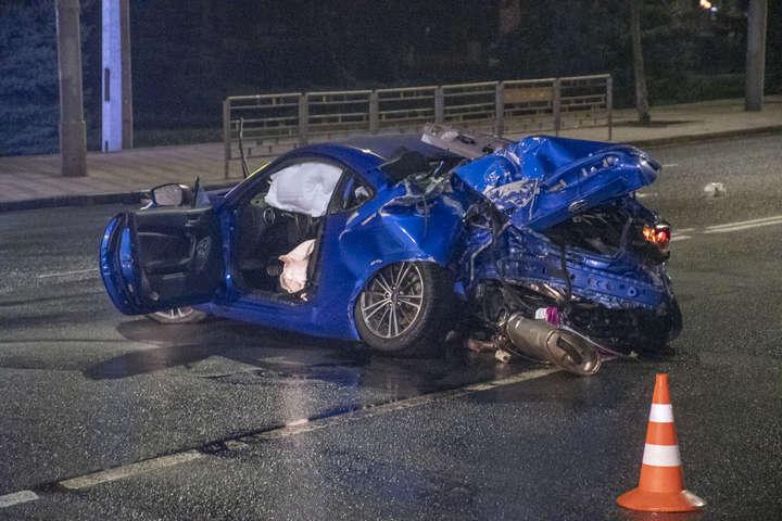Відудару Subaru отримав сильні механічні пошкодження — Смертельна ДТП у Києві: Subaru на шаленій швидкості влетів у стовп (фото, відео)