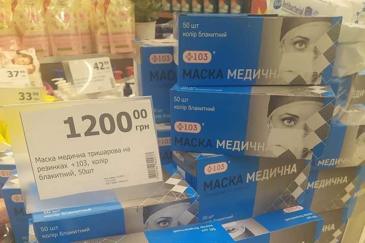 В Киеве продают медицинские маски по 1200 грн за пачку