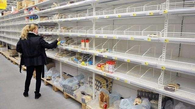 """<p dir=""""ltr"""">Чи спорожніють полиці магазинів через кілька тижнів? Ілюстративне фото</p> — Від гречки і туалетного паперу до унітазів і телевізорів? Що українці «гребуть» у магазинах під час карантину"""
