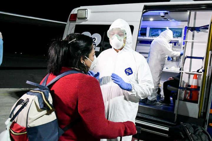 У Китаї за останню добу виявлено 78 нових випадків зараження коронавірусом - У Пекіні посилюють карантинні заходи для приїжджих з-за кордону