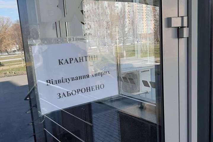 Міська лікарня Києва відмовилася приймати пасажирів потяга Рига - Київ: немає засобів захисту