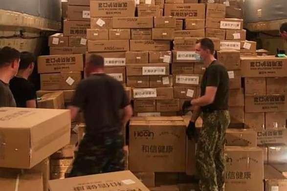 Тестибудуть розподілені по всіх військово-медичних клінічних центрах, гарнізонних та мобільних госпіталях у районі проведення ООС - Медики Збройних сил отримали 10 тисяч експрес-тестів на коронавірус