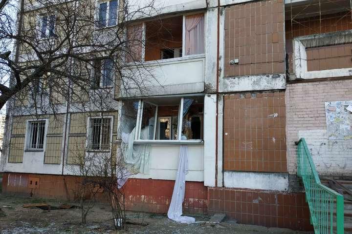 Надзвичайна подія сталася у квартирі на першому поверсі - У будинку на столичній Троєщині сталася пожежа з вибухом (фото)