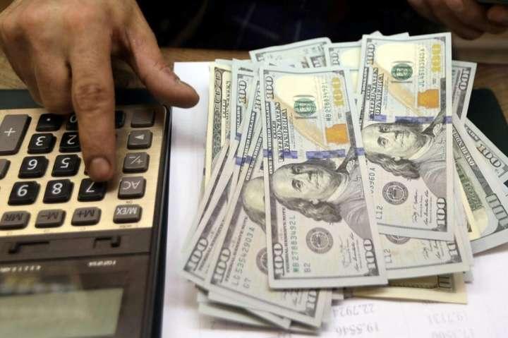 На готівковому ринку котирування гривні до долара становлять 27,51 – 28,30 гривні - Гривня знову подешевшала на міжбанку