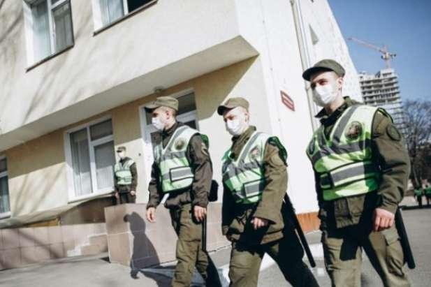 <p>Нацгвардійці охороняють інфекційну лікарню в Ужгороді</p> <p> — Нацгвардія почала охороняти інфекційну лікарню в Ужгороді»></p></div> <div class=
