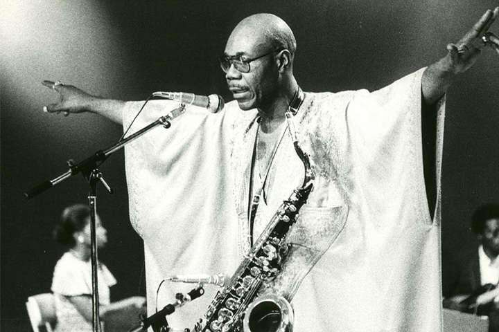 <p>Джазмен Ману Дибанго умер от коронавируса</p> <div></div> - Во Франции из-за коронавируса умер известный музыкант