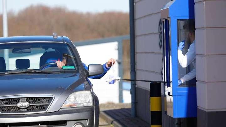 У Швейцарії та Німеччині з'явилися кіоски Corona Drive In - У Швейцарії та Німеччині з'явилися кіоски Corona Drive In: фото