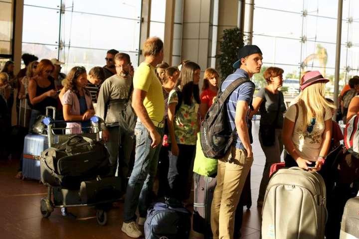 Українські туристи застрягли за кордоном через коронавірус - Українських туристів з Таїланду забере спецлітак - квитки по 650 євро