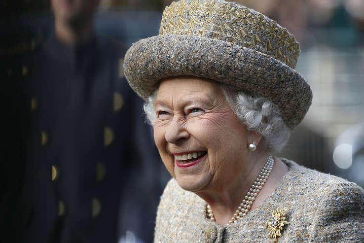 93-летняя королева Великобритании Елизавета II - Королева в опасности: у одного из работников Букингемского дворца диагностировали коронавирус