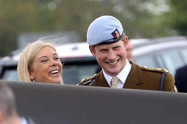 <p>Недавний визит принца Гарри в Великобританию ознаменовался встречей с друзьями на тайной вечеринке</p> <div></div> <p> — Принц Гарри тайно увиделся с бывшей любовницей, пока Меган Маркл была в Канаде»></p></div> <div class=