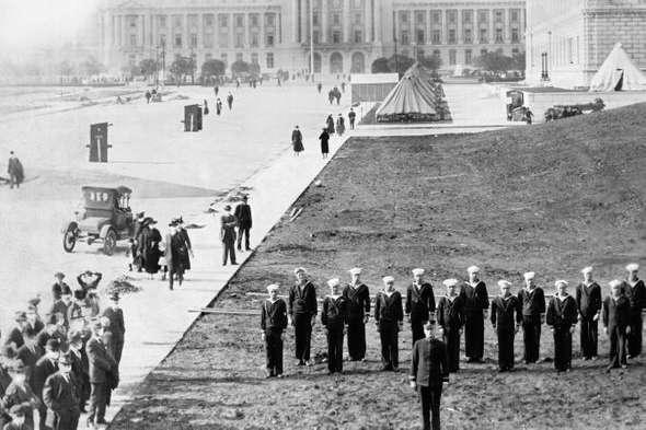 Тимчасовий госпіталь з персоналом з американських військових, який розгорнули у Сан-Франциско для боротьби з іспанським грипом (1918 рік). - Уроки від минулих пандемій для коронавірусу