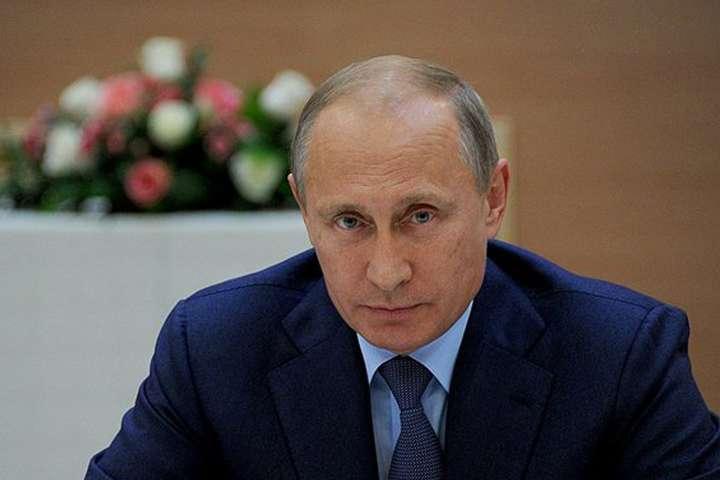 Володимир Путін - Кремль нарешті визнав загрозу. Путін вперше звернеться до росіян у зв'язку з пандемією