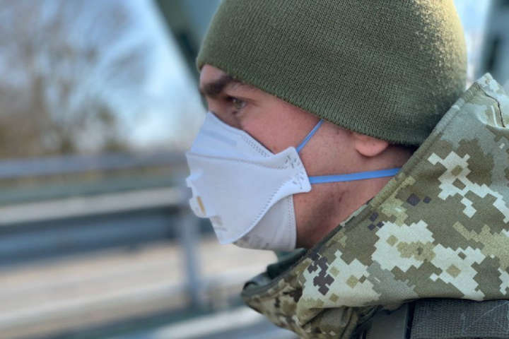 10 тисяч респіраторів військові отримали від благодійників - Армія отримала 10 тисяч респіраторів та захисні комбінезони