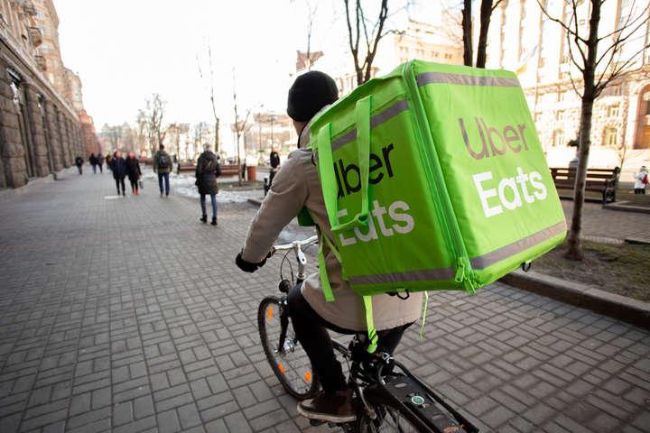 Клієнти можуть також замовити їжу «з собою» через Uber Eats, а ресторани не платитимуть сервісний збір - Сервіс Uber Eats до кінця березня привозитиме їжу безкоштовно