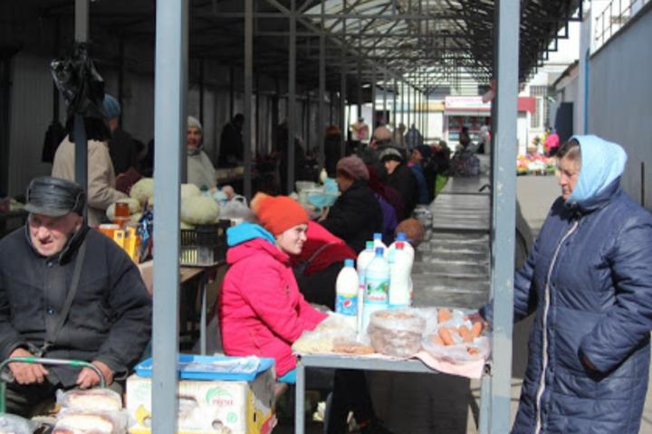 У зв'язку з карантином в Києві та інших великих містах тимчасово закриті продуктові ярмарки і ринки - Зеленський вимагає від регіонів закриття продовольчих ринків, але не всіх
