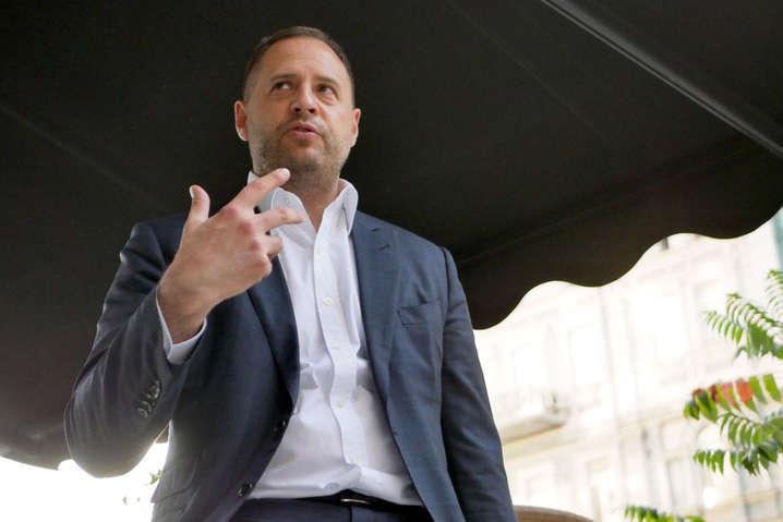 Очільник Офісу президента України Андрій Єрмак нещодавно задекларував покупку автомобіля Mercedes-Benz за 3 млн грн - Суд відкрив справу через неподання Єрмаком декларації
