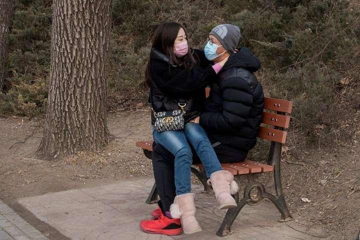 Вірусолог попереджає, що коронавірус може потрапити до організму зі слиною під час поцілунків - Коронавірус і секс: що потрібно і що не можна робити