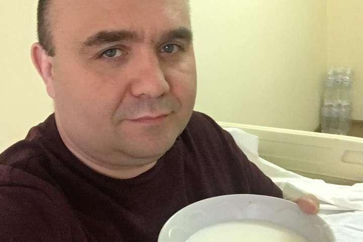 НардепОлександр Лукашев скаржиться на відсутність апетиту - Коронавірусне меню. Депутат показав, чим його годують в Олександрівській лікарні