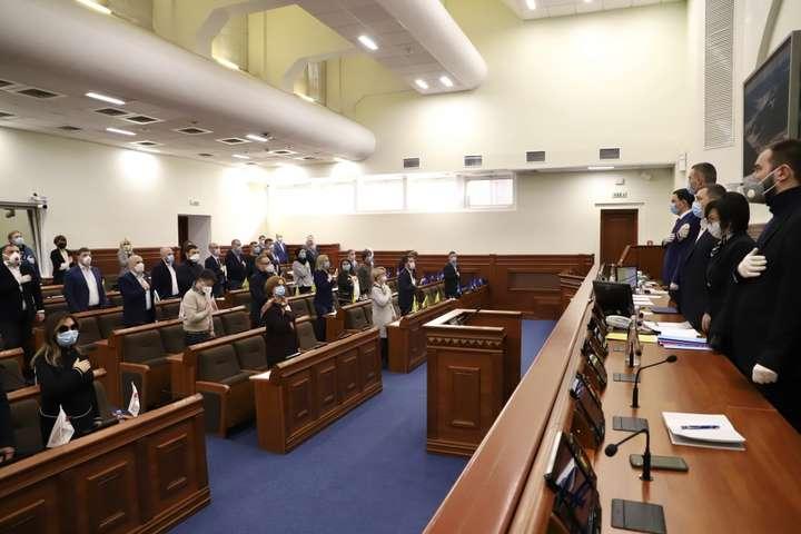 На засіданні Київради 26 березня депутати у захисних масках і рукавичках - Київрада переходить на роботу в режимі онлайн