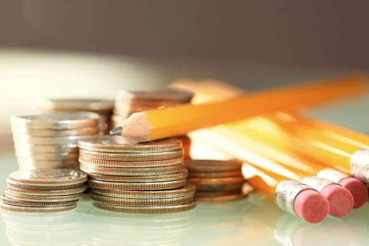 Уряд має намір запропонувати скоротити фінансування Міністерства освіти і науки на 6,956 млрд грн, із яких 400 млн грн - підтримка пріоритетних напрямів наукових досліджень і науково-технічних розробок у закладах вищої освіти - Уряд планує в розпал епідемії зменшити видатки на освіту і культуру