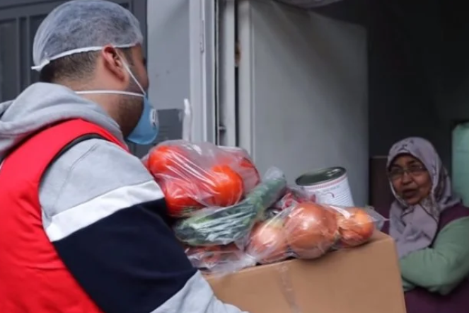 Всі овочеві набори продезинфікували - Турецький кухар під час карантину роздав всі запаси свого ресторану літнім людям