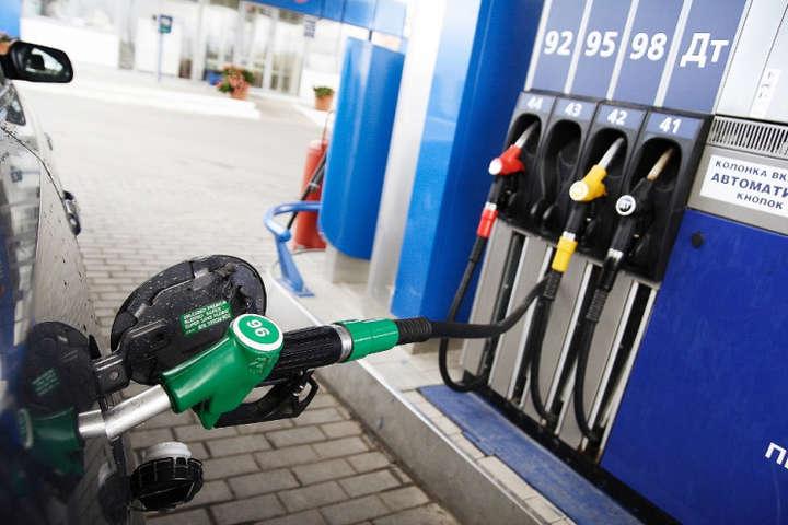 Середня роздрібна ціна бензину в Україні знизилася на 27-28 коп./л, дизпалива - на 25 коп./л. - Великі мережі автозаправок знизили ціни на всі види палива
