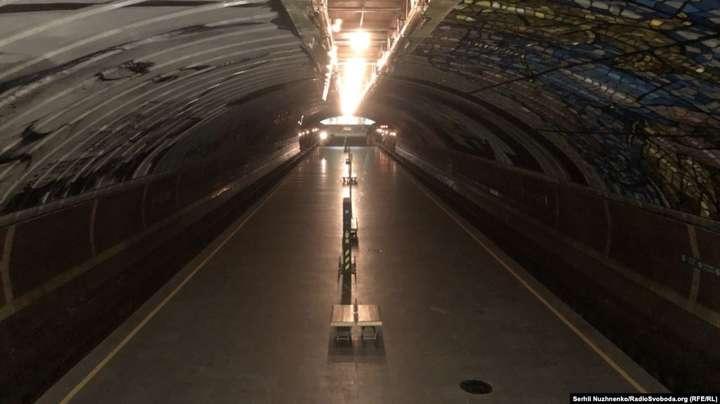 <span>На станции киевского метро &laquo;Осокорки&raquo;. 26 марта 2020 года</span> - Зеленский: режим чрезвычайной ситуации – не про диктатуру, это о дисциплине