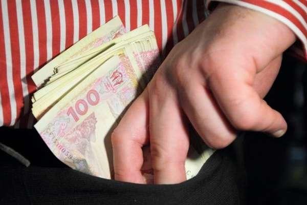 Посадовець столичного гіпермаркету привласнив 7 млн грн виручки