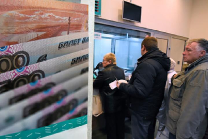 В Росії почалась коронавірусна паніка. Люди штурмують банки, аби забрати свої заощадження