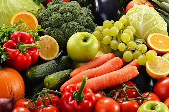 Паніка навколо коронавірусу вжевпливає на вартість продуктів в магазинах - Ціни на овочі та фрукти йдуть на рекорд. Фахівці пояснили подорожчання