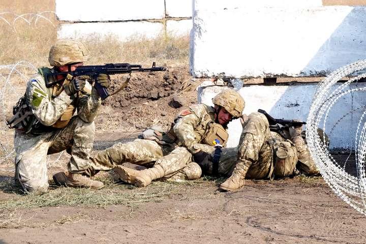 Для припинення ворожих обстрілів українські захисники використали чергові вогневі засоби - Бойовики на Донбасі гатили з важкої артилерії: трьох військових поранено