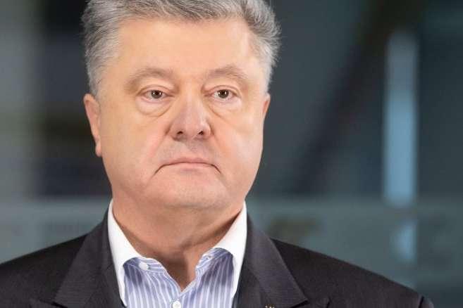 Внаслідок відкриття ринку землі Україна зможе розвинути аграрний сектор, збільшити його ефективність і запропонувати світу більшу кількість аграрної продукції - Порошенко - Сім мільйонів власників паїв зможуть по-справжньому користуватись своєю землею, – Порошенко