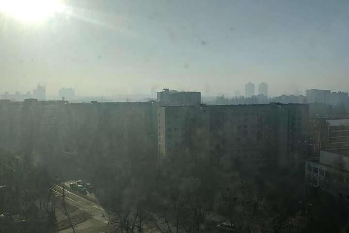 По обіді у Києві екологічна ситуація з повітрям покращилася - Смог покидає столицю. Карта забруднення станом на 15 годину