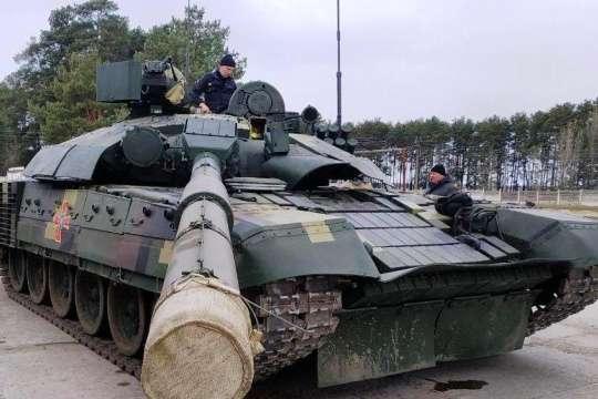 Для покращення захисту в ході бою вдосконалено комплекс динамічного захисту та оновлена система протипожежного обладнання - На полігоні «Десна» тестують модернізований танк Т-72