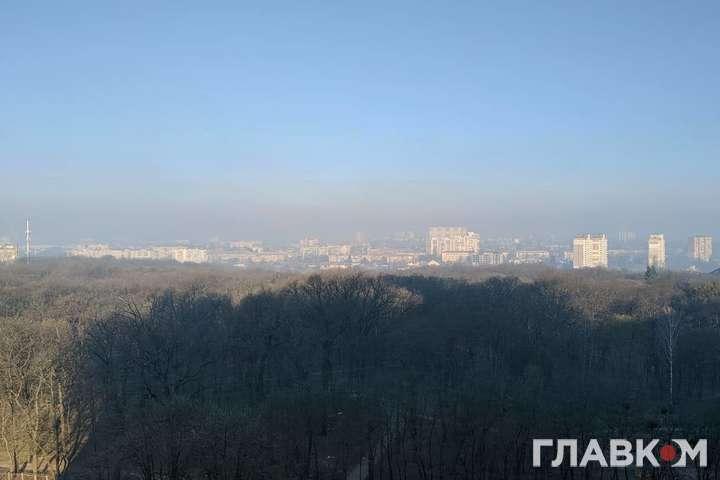 Екологічна біда в столиці. Київ накрило димом від пожежі у Чорнобильській зоні (фото)