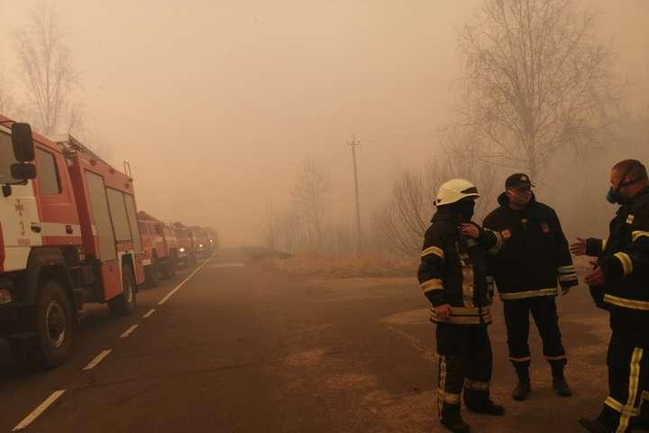 Всього до гасіння пожеж у зоні відчуження залучено 310 чоловік - У Чорнобильській зоні не вщухають пожежі: на ліквідації задіяно понад 300 чоловік (фото, відео)