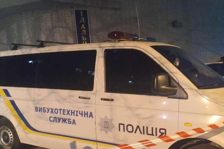 На місці працювали поліцейські, вибухотехнічна служба - «Замінування» Олександрівської лікарні: поліція вибухівки не виявила (фото)