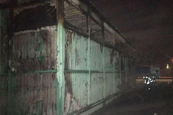 Пожежа виникла в будівлі прийому вторинної сировини на площі 100 кв. м - Під час пожежі в пункті прийому вторсировини у Києві загинув чоловік