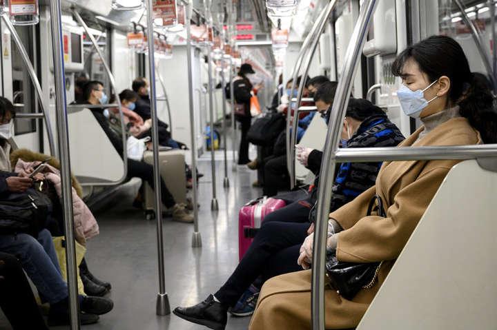 Їздити в масках і думати про свої руки, доки в нас не буде прошарку з імунітетом — Вірусолог висловилася щодо запуску метро в Україні: будемо два роки їздити в масках