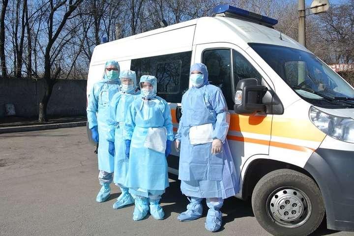 Українські медикампівтора місяця обіцяють 300% доплатдо своїх мізерних ставок