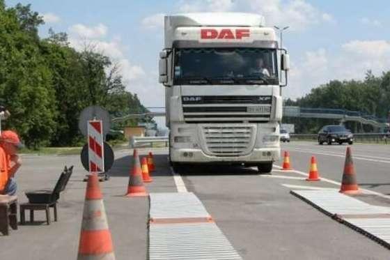 <p>Автоматичні комплекси габаритно-вагового контролю працюють цілодобово на в'їздах у Київ</p> — На всіх в'їздах у Київ запрацювали комплекси зважування вантажівок